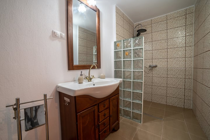 Gloria Apartments2