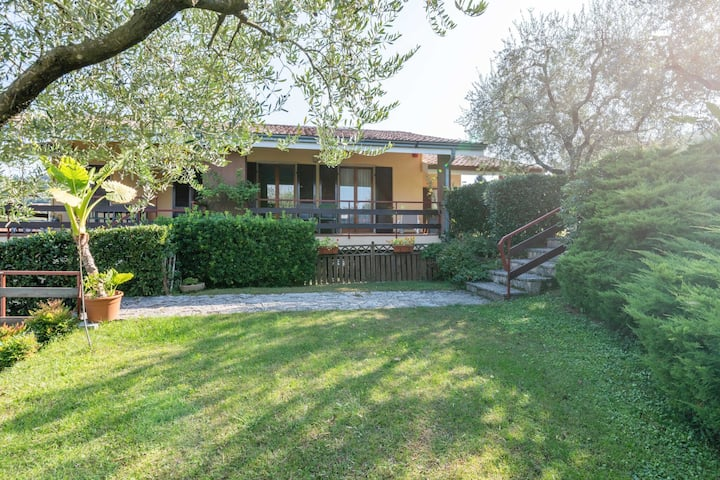 An apartment in a quiet location 1.5 km from Lake Garda