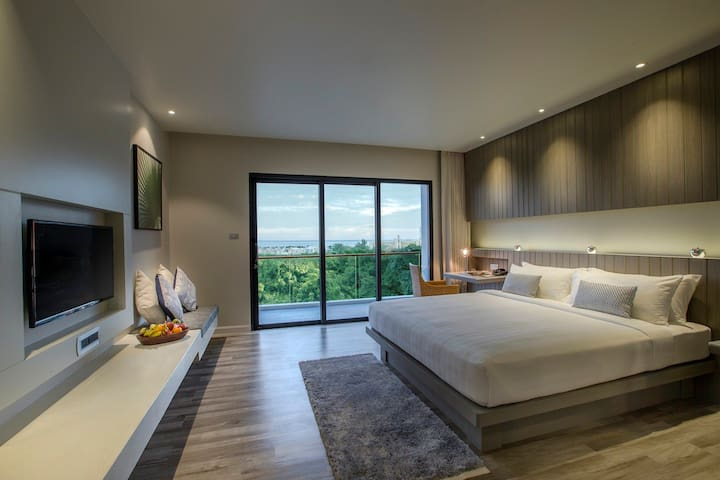 King bed with Ocean view  Twin bed is also available on request. Please message us for more information.