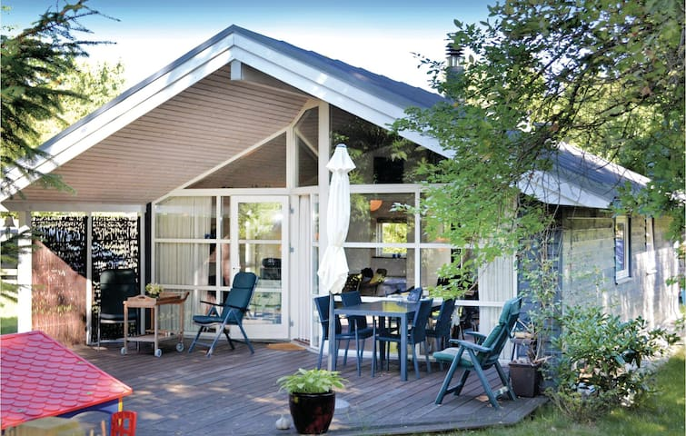 Holiday cottage with 2 bedrooms on 53m² in Gilleleje