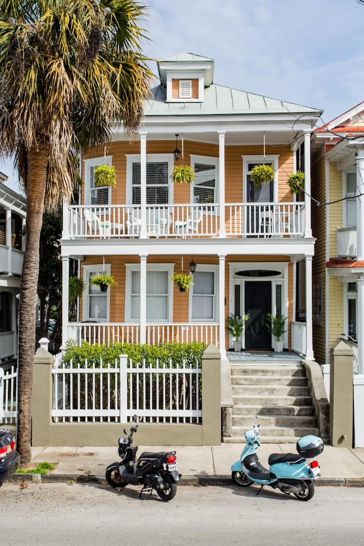 Eat, Play, Park 1 block to King St+Charm 3 BR/3BA
