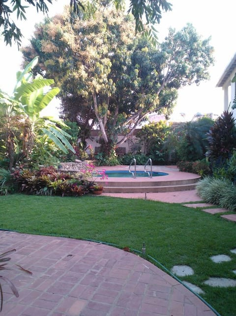 Lovely private luxury flat  in beautiful  gardens