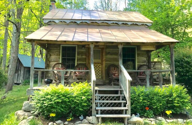 """Antique 1790's log cabin- """"Annie's Cabin"""""""