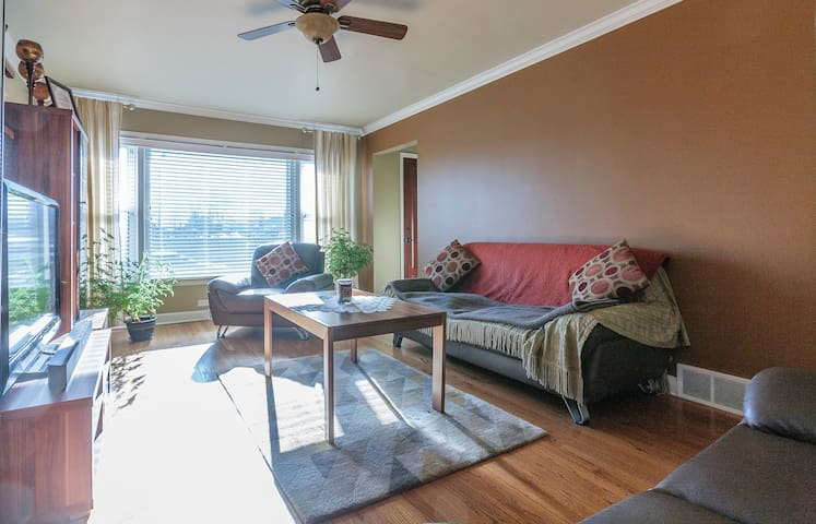 1 or 2 Person Room  in Private Home - Chicago - House