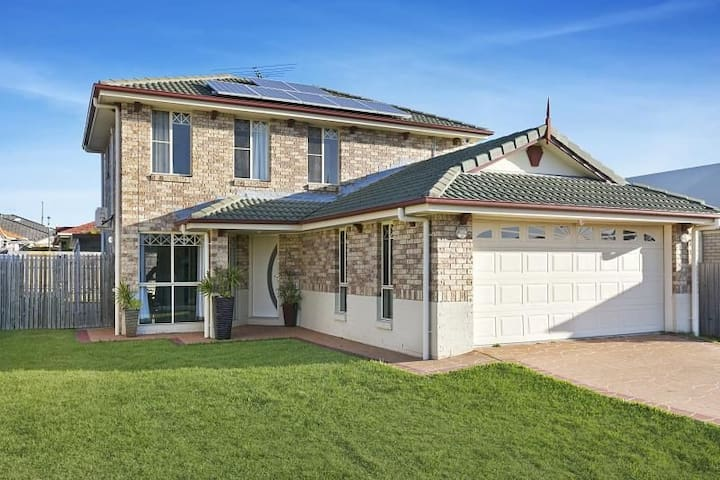 Large modern four bedroom home away from home
