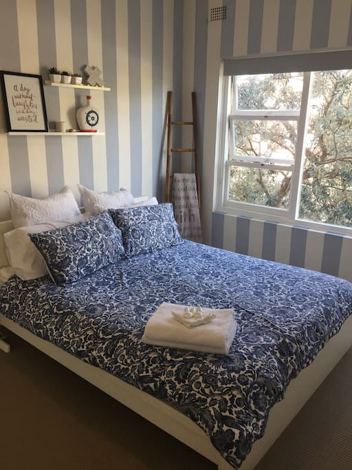 Leafy outlook, Queen bed with comfortable mattress in main main bedroom.