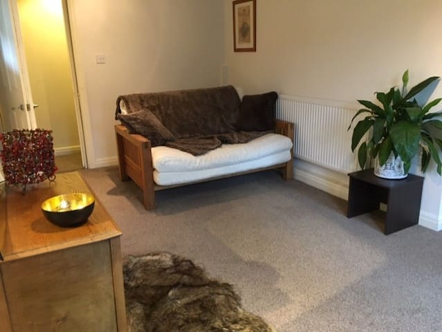 Bright Beautiful double room in leafy Headingley