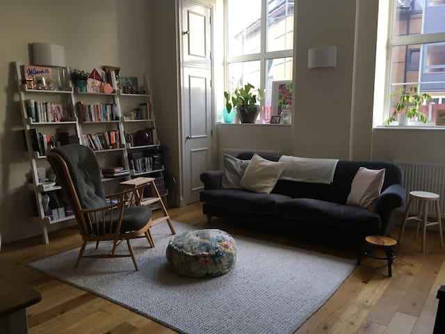 Private London room for female professional