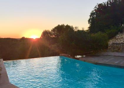 Studio de charme sur grande propriété avec piscine - Éguilles