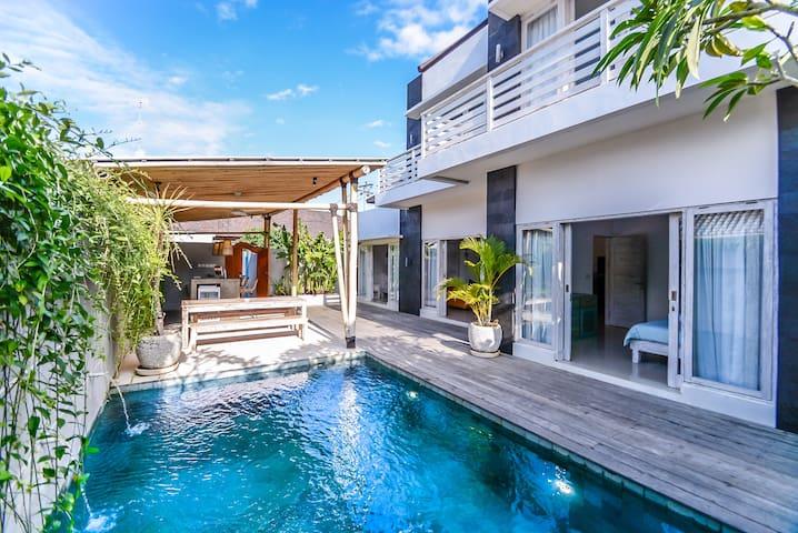 Four Bedroom Villa Private Pool in Bingin