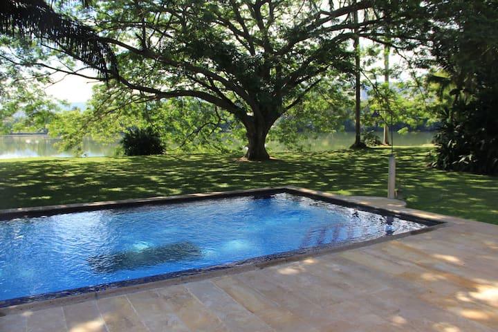 Lakeside Home in Peñalisa - Ricaurte - House