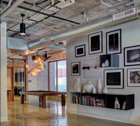 Gorgeous Studio in the Heart of Downtown