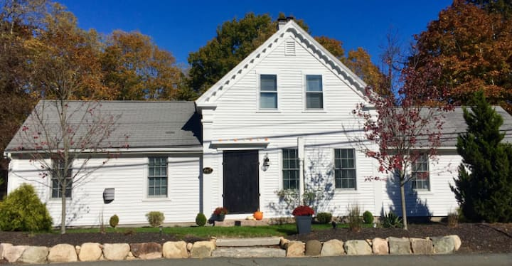 Beautiful Farmhouse, Steps to Cape Cod Canal