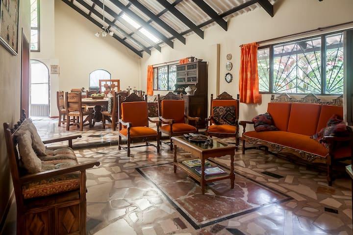 La Guacamaya Guesthouse & Coffee Farm