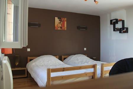Chambre à 2 lits tout confort - Sanvensa