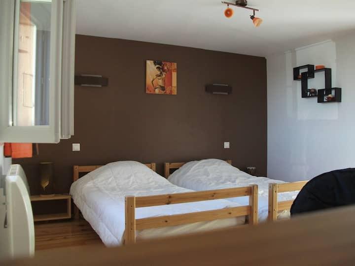 Chambre à 2 lits tout confort