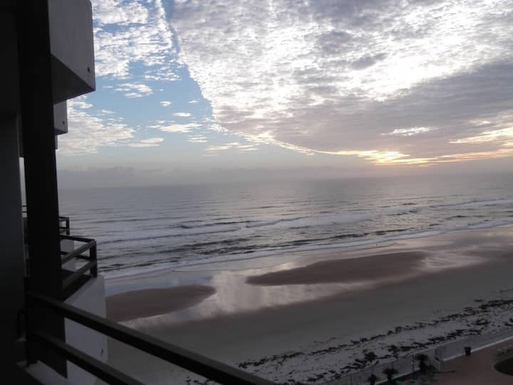 Gorgeous , Clean Ocean Front Condo