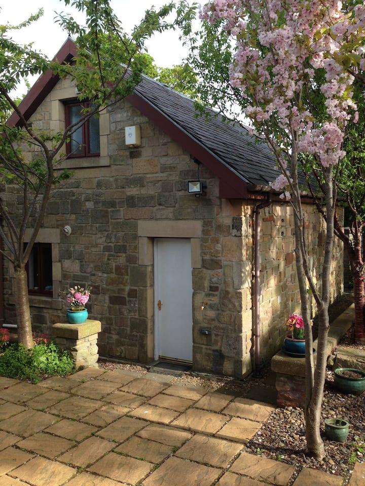 Cherry Tree Cottage. Sleeps 4 with free parking.