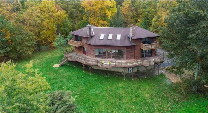Stunning Hudson Valley Retreat: Huge Deck, 7 acres
