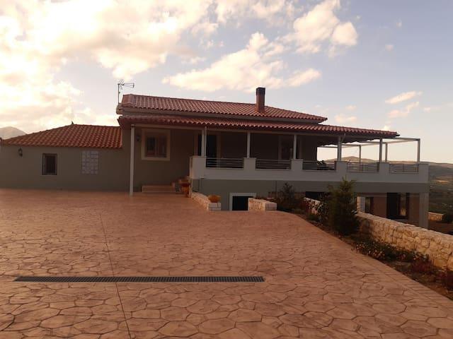 Σπίτι με όμορφη θέα και κήπο (Σχοινοχώρι, Άργους)