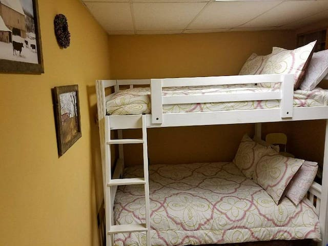 Perret Place 1 Queenbunk Bed 2 Full Sizecouch