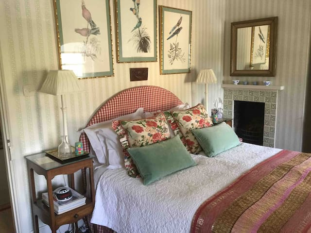 Beautiful Cotswolds - comfortable bedrooms