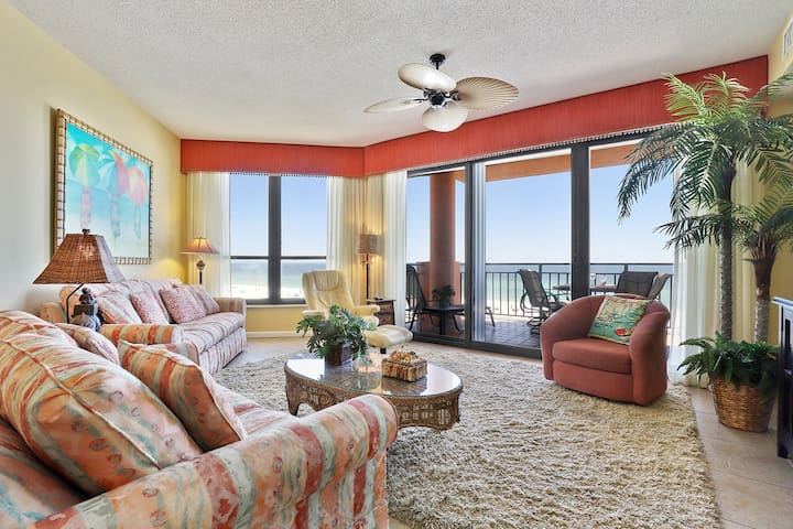 402E - Only steps to the sand in this 2BR/2BA condo