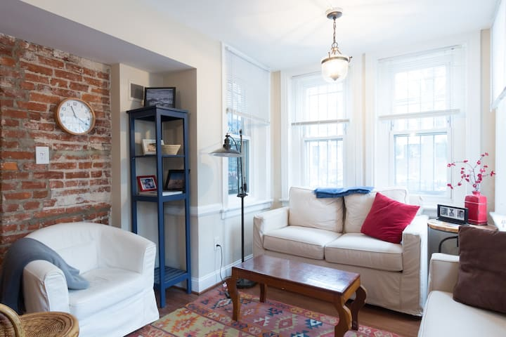 Great location-- historic rowhouse!