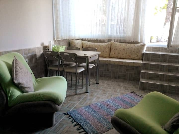 Antalya Örnekköy'de sahile 5 dk 1+1 Eşyalı daire