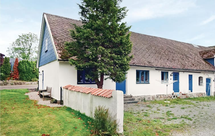 Former farm house with 2 bedrooms on 70m² in Ystad