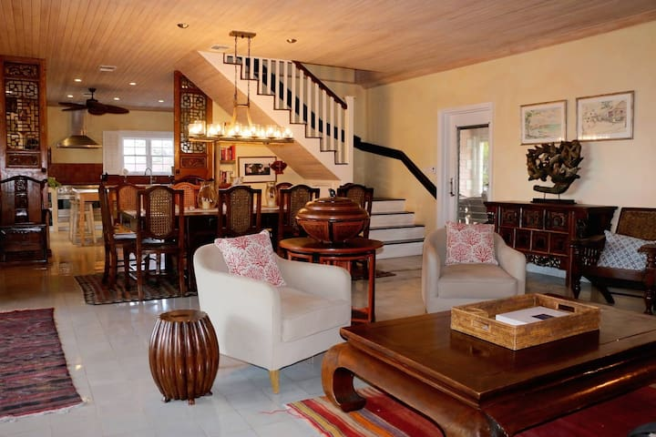 Coral Cay on Bay Street, Sleeps 10 - Dunmore Town - House