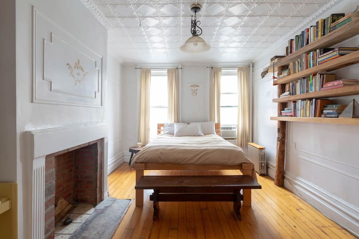 Romantic Williamsburg Apartment