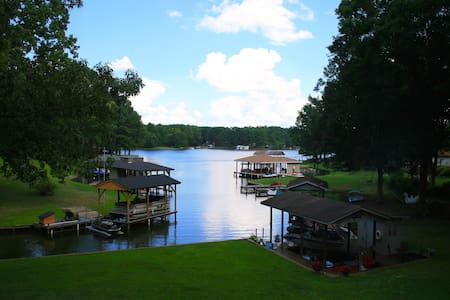 Beautiful 2 BR & Den Lake Gaston Waterfront! - Henrico