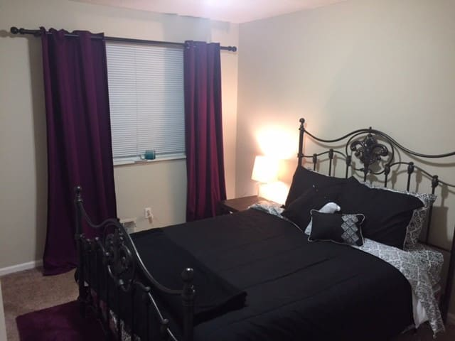 Stay at La'Velle - Less than 10 Min from airport - College Park - House
