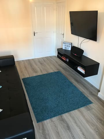 Double bedroom to let (Mon-Fri) in quiet area
