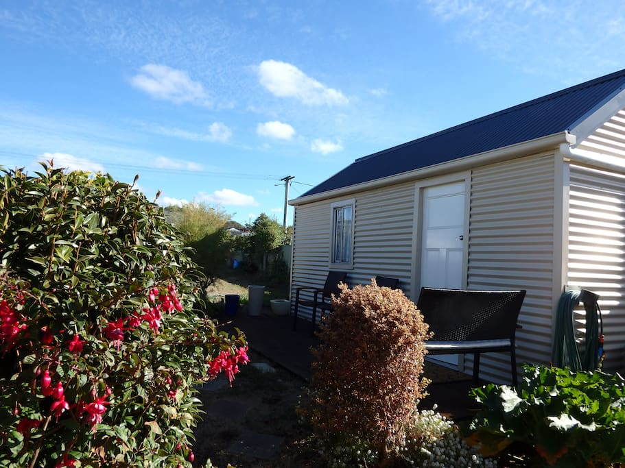 Our studio with deck, where you can bbq or just sit and have a cuppa and smell the roses.