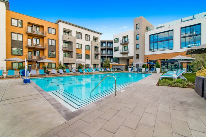 Incredible 1 BR in Menlo Park with pool!