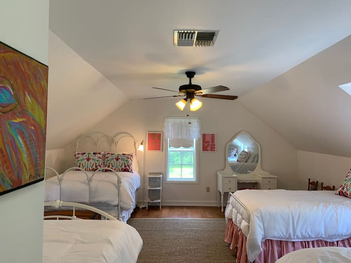 K's Nook - private room with 4 beds!