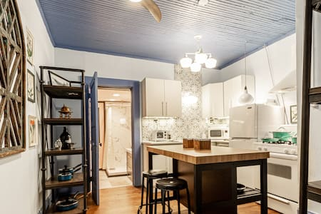 Vintage Townhome in the Pearl District by Downtown