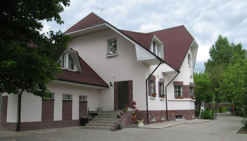 Уютные комнаты в загородном доме - Razmetelevo - Konukevi