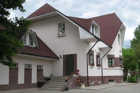 Уютные комнаты в загородном доме - Razmetelevo