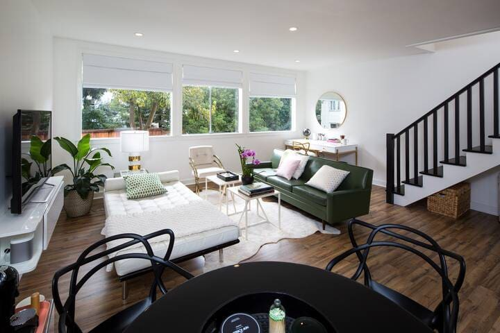 Sunny and contemporary guest suite