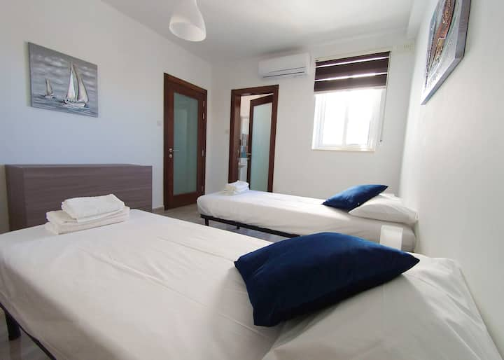 -F11.3 Double room with private bathroom + balcony