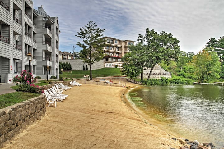 Waterfront 1BR Lake Delton Condo w/Lake Views!
