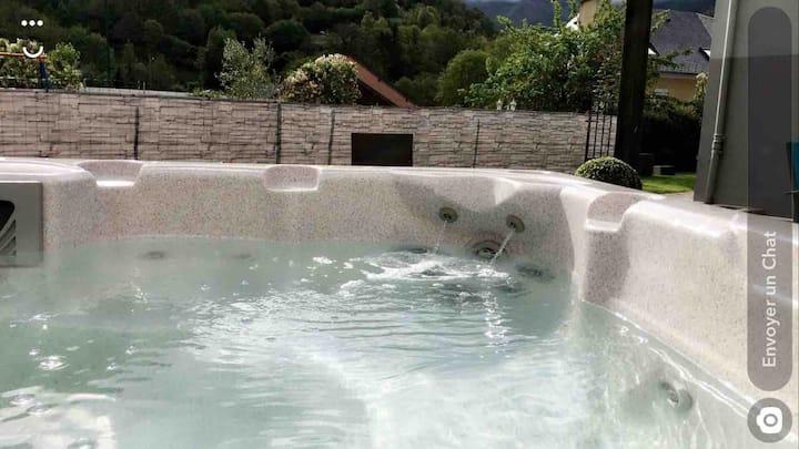 Gite entier dans maison avec spa exterieur