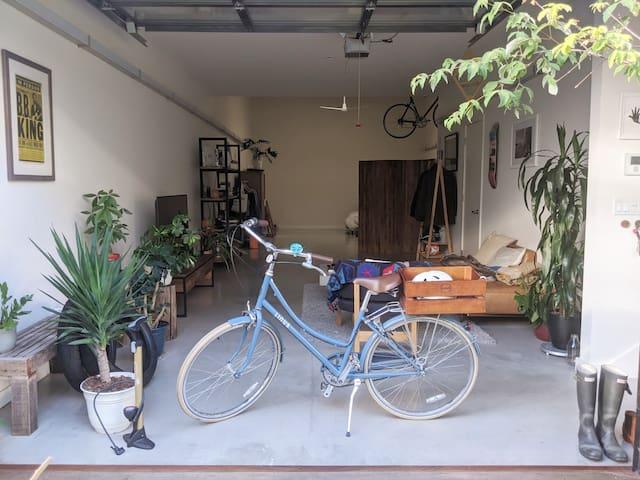 Sunny modern live/work loft