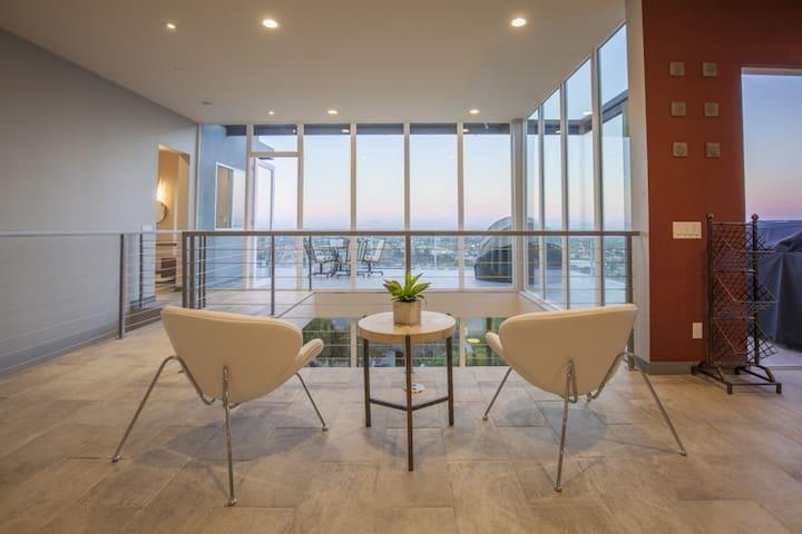 Million Dollar View - Luxury atop Soledad Mountain