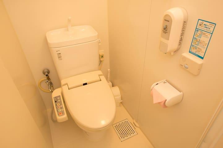 トイレ 1 (toilet)