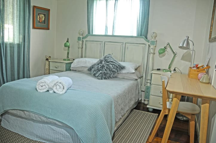 Emerald Room Ideal for GC Uni & Hospital