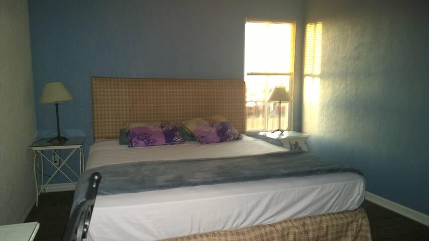 No. 14 Cómodo cuarto con baño.